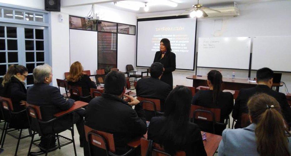 Estudiantes de la Escuela Judicial Capital en aula